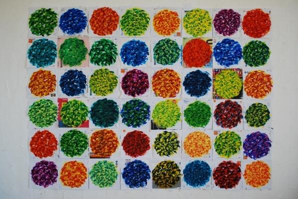 acrylique sur enveloppes postales, 48 éléments de 23 x 23 cm, présentation modulable.