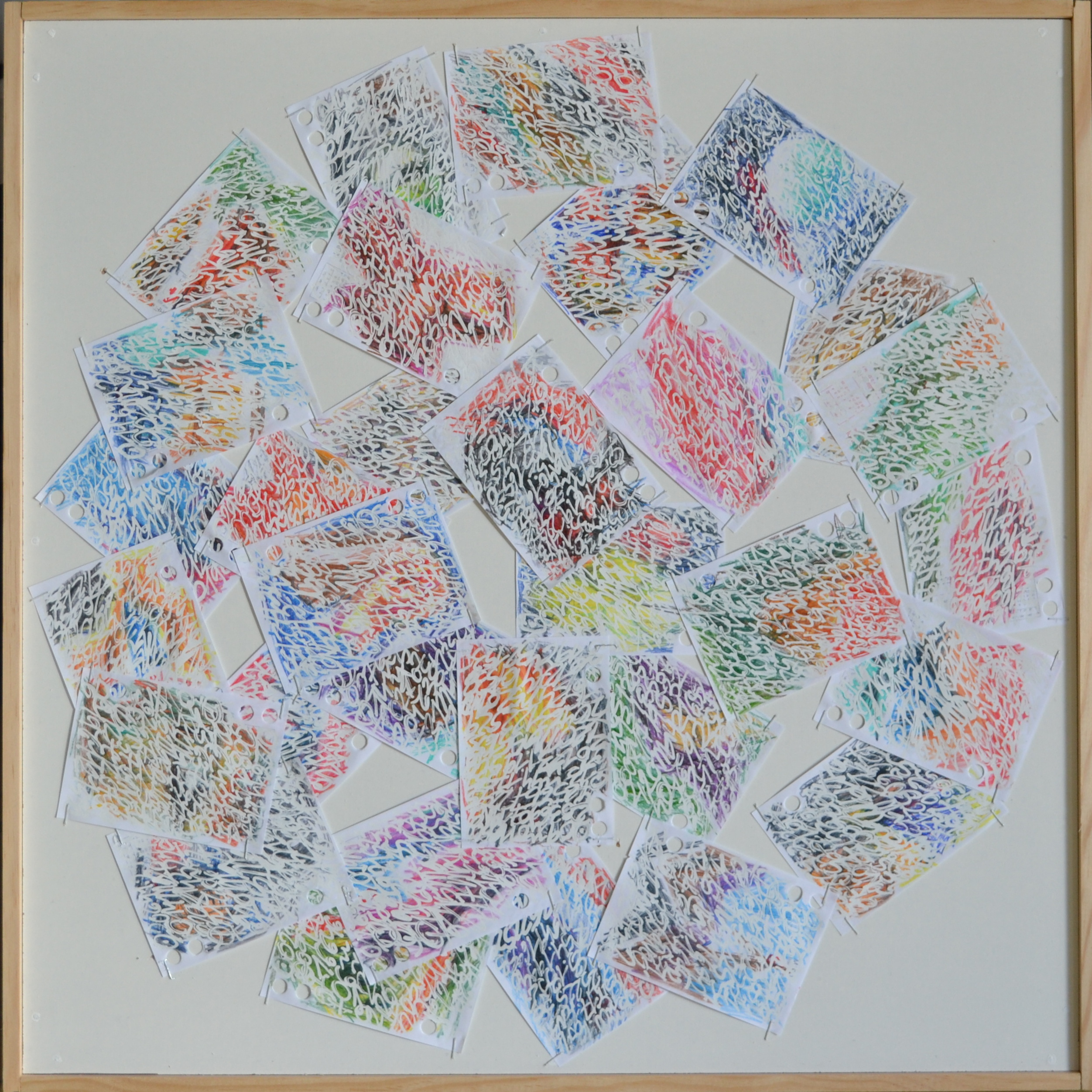 Mappemonde Ephéméride 2018, mois de Janvier, 1/12, crayons de couleur et stylo correcteur sur papiers agrafés sur bois, 59 x 59 cm. Chaque jour, sur les feuilles 12 x 8 cm d
